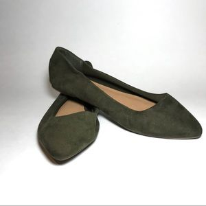Pointed toe flats 100% man made material